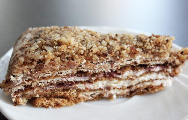 Медена торта с боровинки