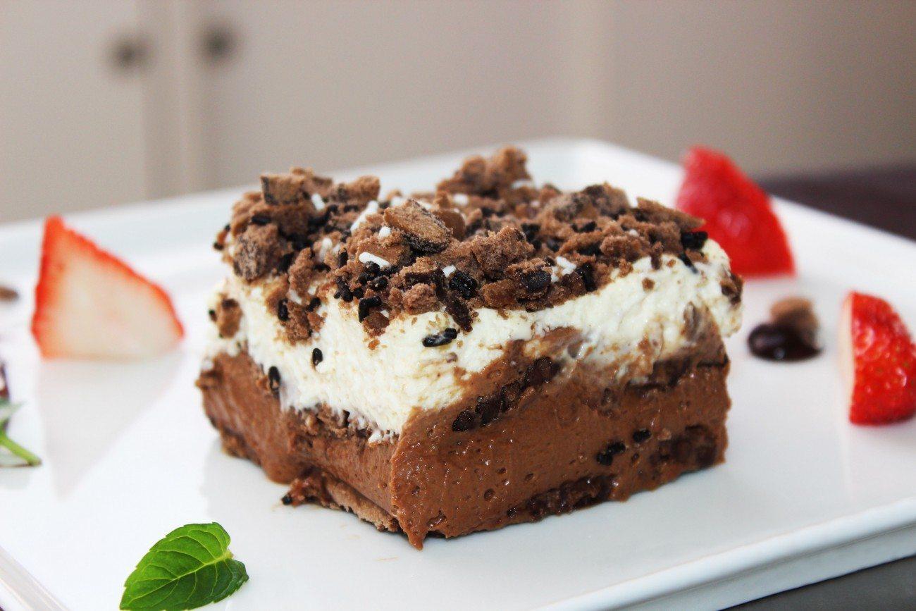 Бисквитена торта с маскарпоне, шоколад и плодове