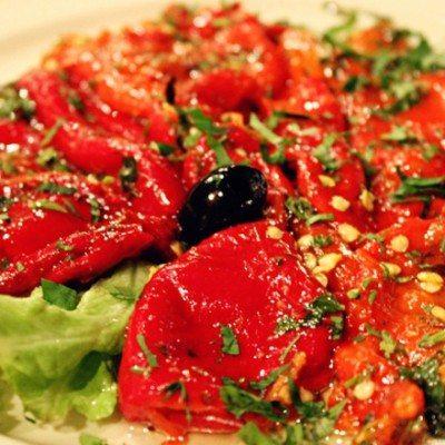 salata-ot-pecheni-chushki-s-chesan