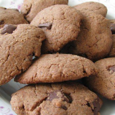 shokoladovi-biskvitki-s-fastacheno-maslo