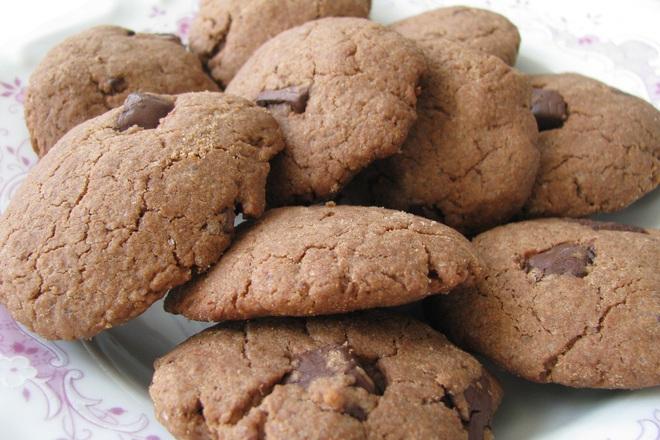 Шоколадови бисквити с фъстъчено масло