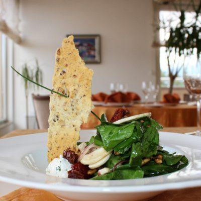 spanachena-salata-s-mlechen-mus-i-orehovi-biskvitki-s-logo